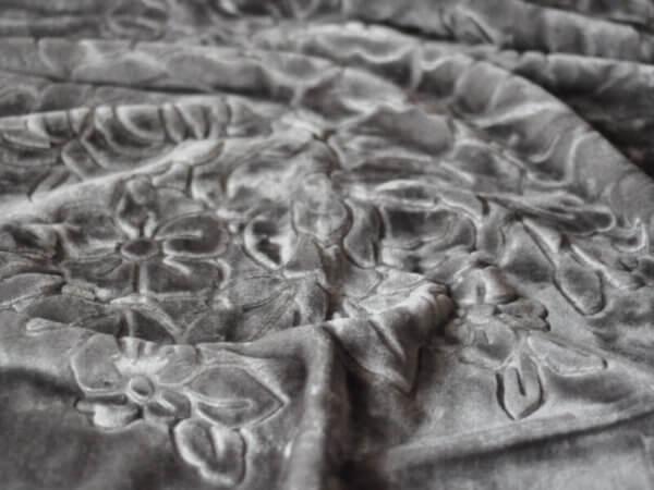 Koc Akrylowy tłoczony rozmiar 160x210 kolor SZARY 33