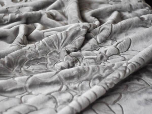 Koc Akrylowy rozmiar 160×210 z narzutami kolor Srebrny